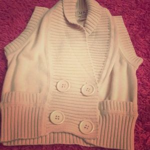 White buttoned on sleeves sweater